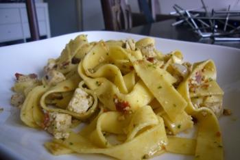 Vegetarische pasta met verse pesto